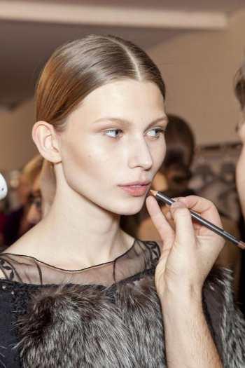 Как сделать естественный макияж с сияющей кожей. Пошаговая инструкция