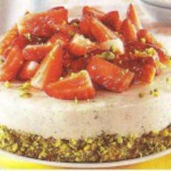 Бисквитный торт с клубникой
